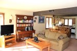 Mammoth Lakes Vacation Rental Sunrise 6 - Living Room with 40 inch Flat Screen